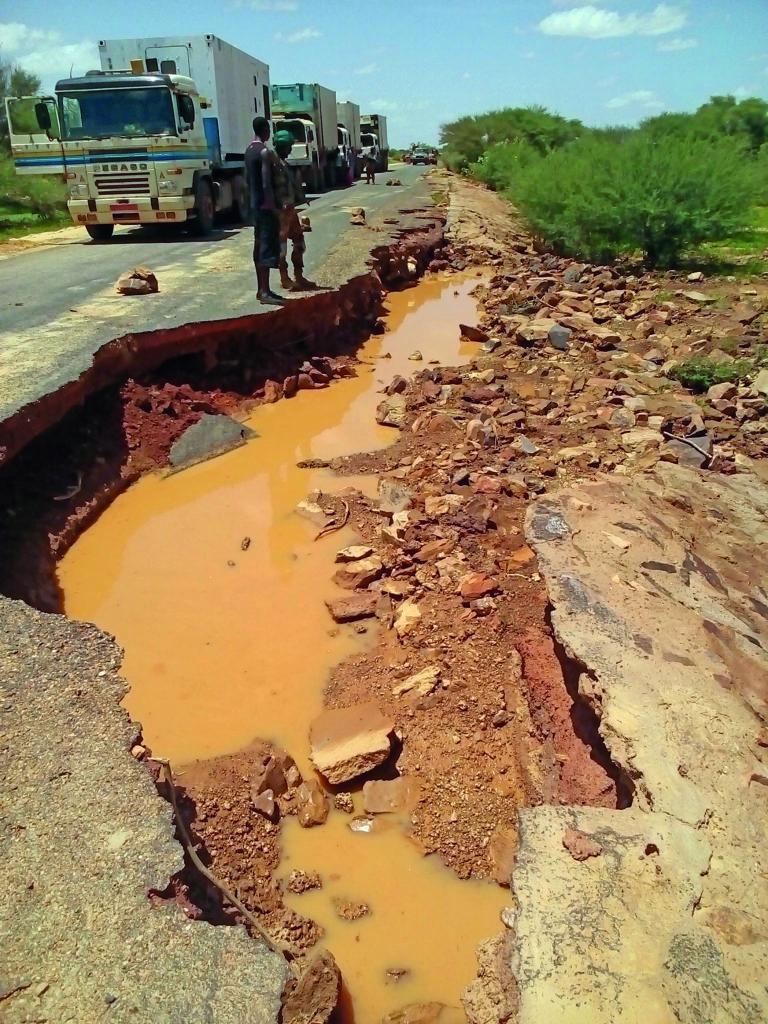 Desolater Zustand der Straßen im Einsatzgebiet MALI
