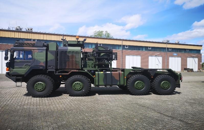 Blauer Bund Sattelzugmaschine 70 Tonnen im Profil