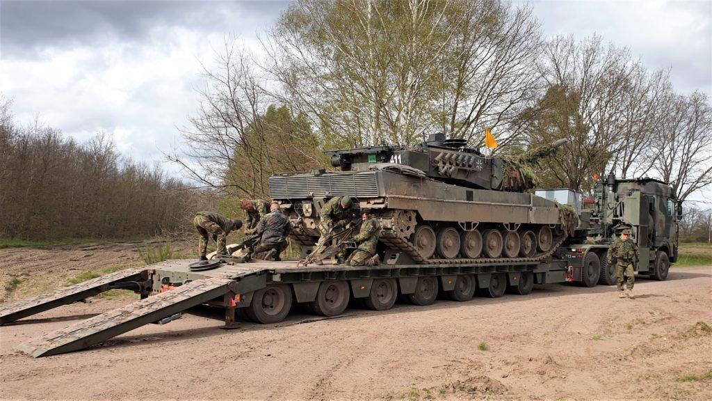 Bergung Leopard 2 mit Niederländischen SLT und multinationaler Besatzung (Kruth)